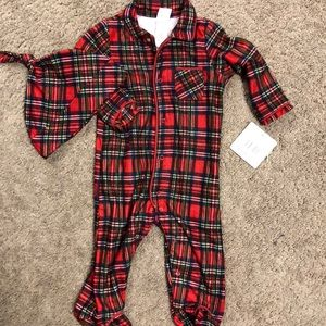NWT Soft Holiday Jammies & cap 9m